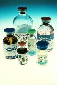 400px-Chemotherapy_bottles_NCI (2)