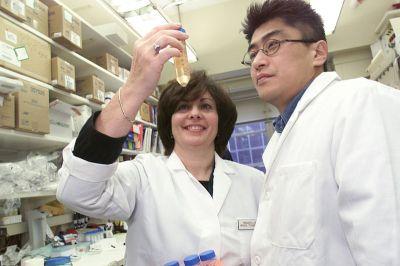 800px-Scientists_examine_vial