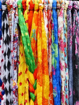 scarves-357857_640