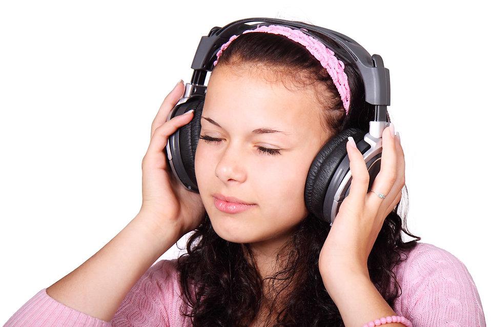 Девушка и ноты фото